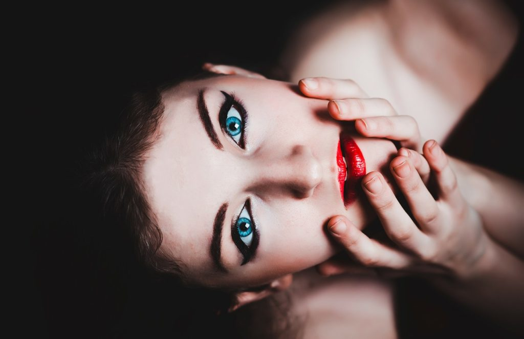 blue-eyes-237438_1280-1