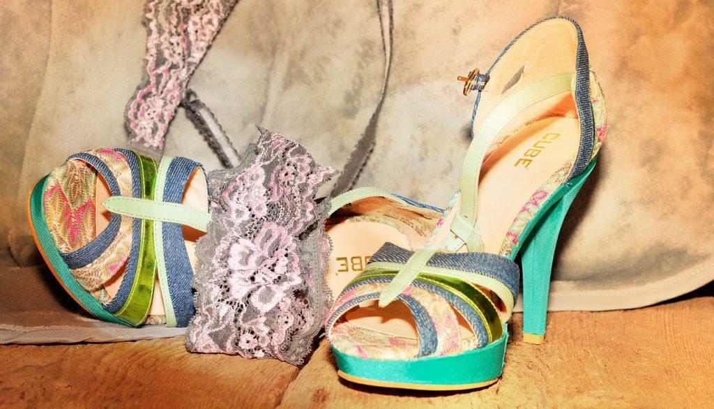 shoes-616110_1280