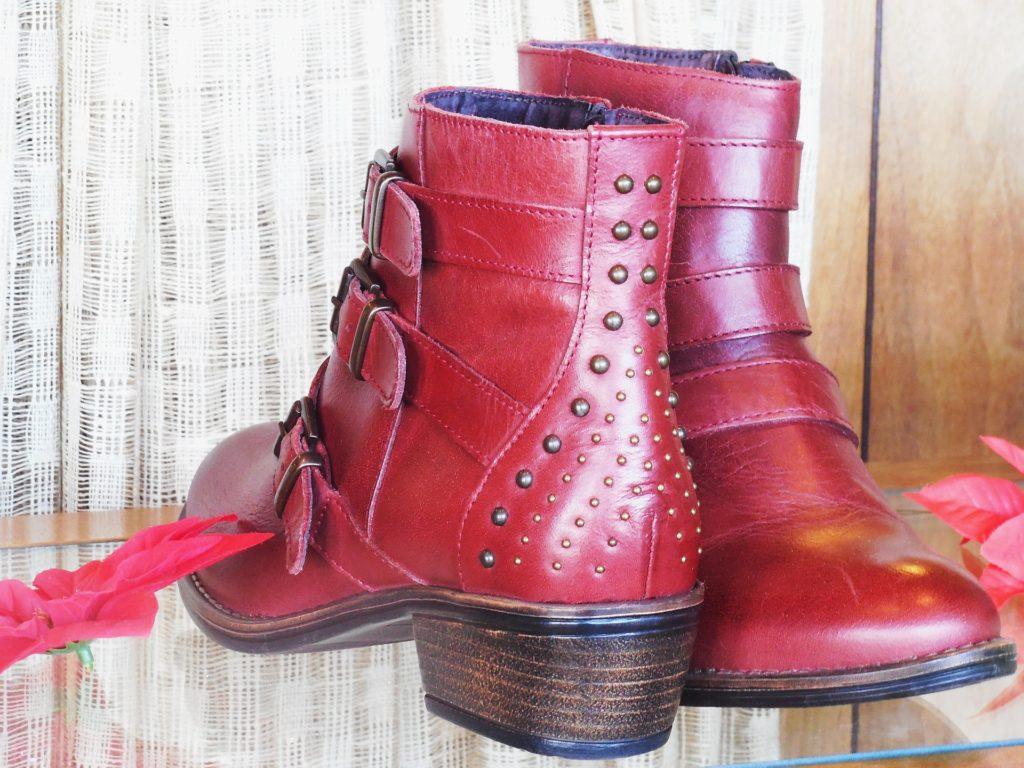 Červené kožené kotníkové boty