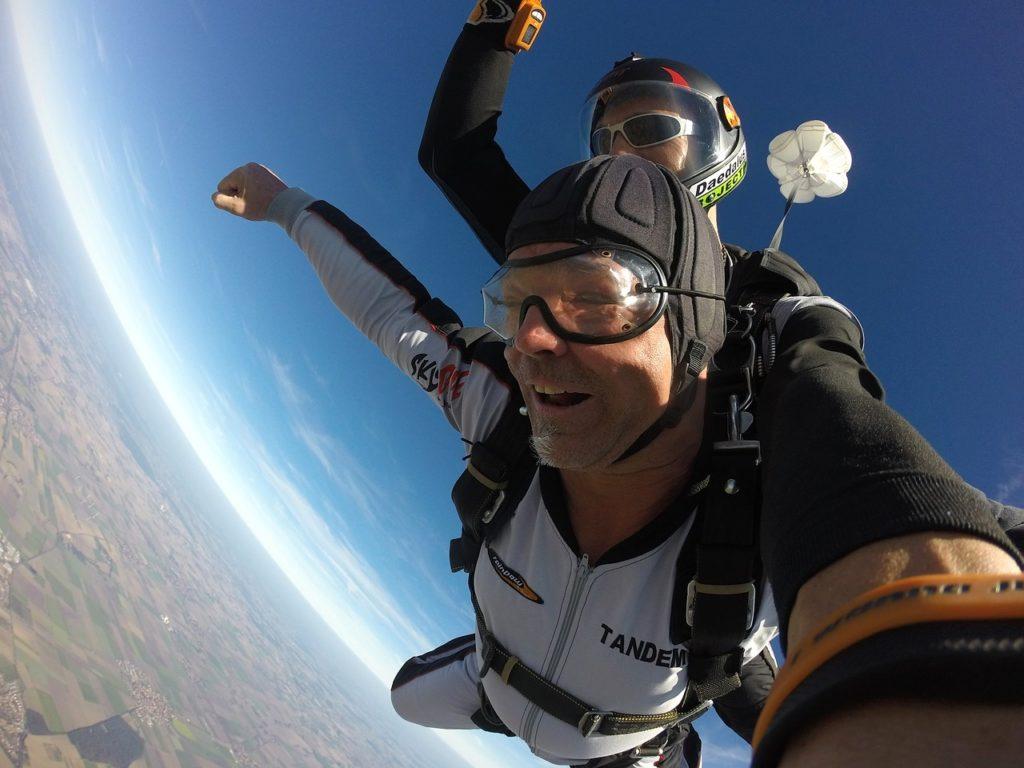 parachute-1702688_1280
